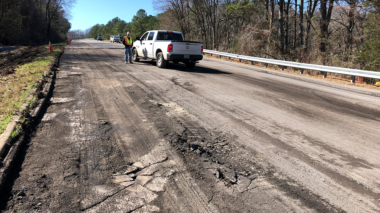 An Auburn civil engineering team is helping ALDOT identify the cause of a road landslide on U.S. 231 south of Huntsville