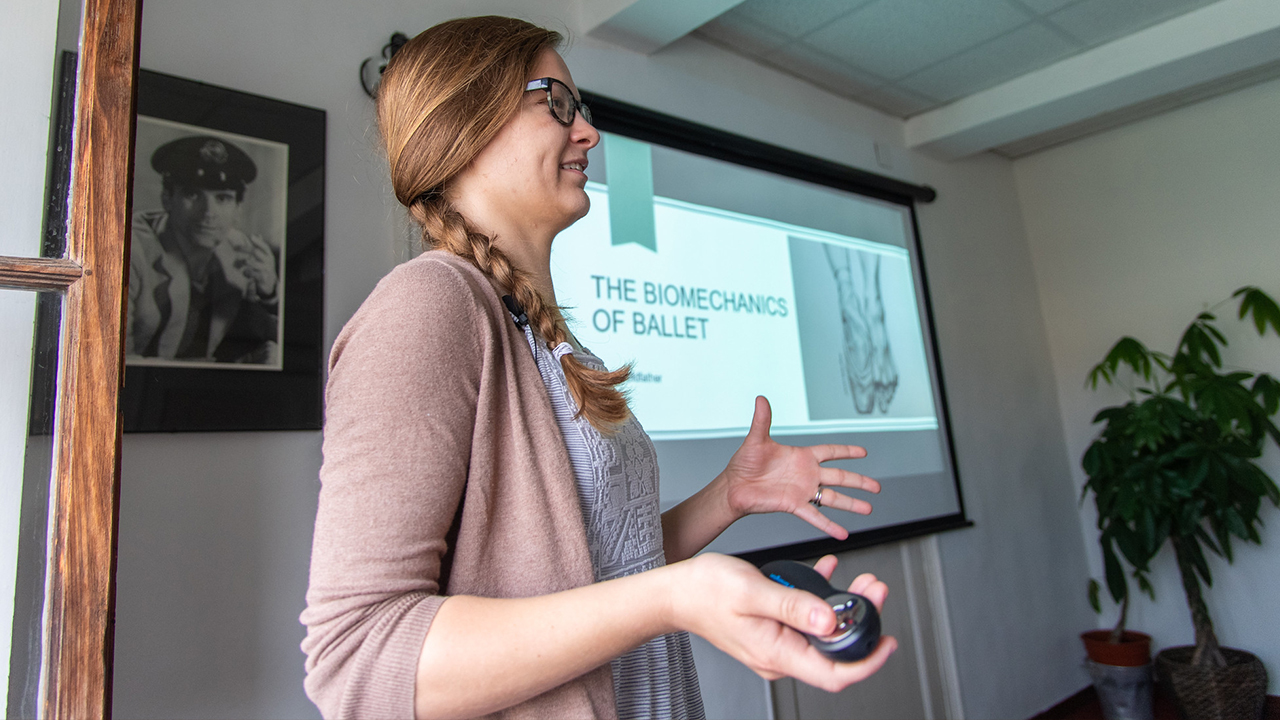 """Taylor Oldfather instructs students during a 2019 """"Biomechanics and Engineering in the Arts"""" study abroad trip to Florence, Italy."""